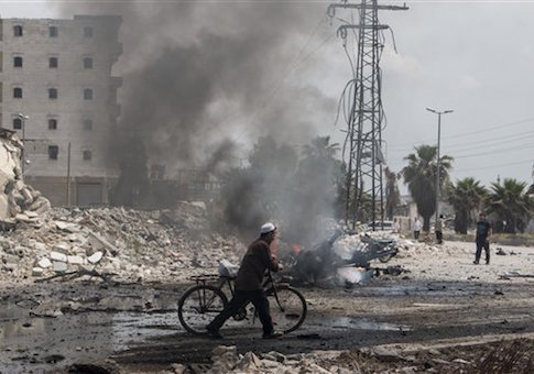 """Barrel bomb attack by regime forces on """"Jasr al-Haj"""" neighbourhood of Aleppo caused the deaths of 60 people on May 12, 2015"""
