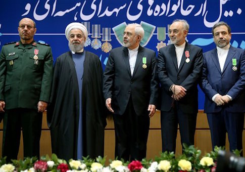 Iranian Defense Minister Hossein Dehghan, Foreign Minister Mohammad Javad Zarif, Vice President and head of Iranís Atomic Energy Organization, Ali Akbar Salehi, and Deputy Foreign Minister and senior nuclear negotiator Abbas Araghchi, pose for a photo with President Hassan Rouhani / AP