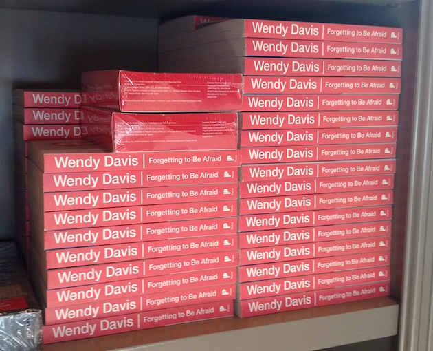 Wendy Davis selling her own books / Brent Scher