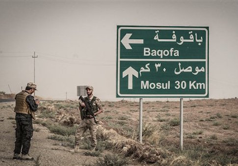 Peshmerga Kurdish Forces patrol an area of about 30 kilometers around the Mosul dam, northern Iraq on August 19, 2014 /