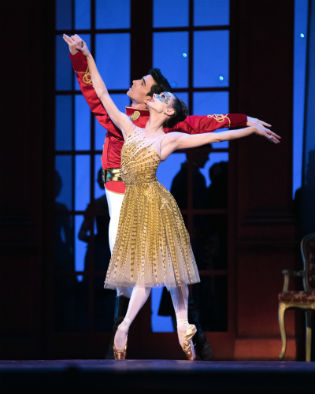 San Francisco Ballet's Maria Kochetkova and Joseph Walsh as Cinderella and the Prince / Eric Tomasson