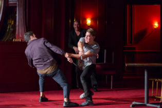 Alex Mickiewicz as Tybalt and Andrew Veenstra as Romeo / Scott Suchman