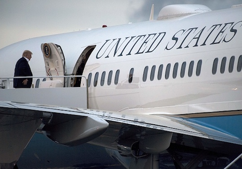 Investigation Mechanics Contaminated Trump S Air Force One Plane