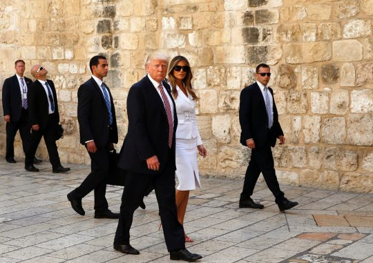 First Sitting President To Visit >> Trump Becomes First Sitting President To Visit Western Wall