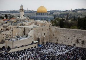 Thousands of Israelis at the Western Wall in Jerusalem's old city for Passover in 2011