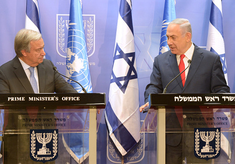 Israel's Prime Minister Benjamin Netanyahu (R) meets with United Nations Secretary General Antonio Guterres on August 28, 2017 in Jerusalem, Israel. / Getty Images