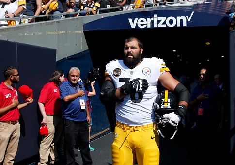 Alejandro Villanueva #78 of the Pittsburgh Steelers stands by himself in the tunnel for the national anthem prior to the game against the Chicago Bears at Soldier Field on September 24, 2017 in Chicago, Illinois. / Getty Images