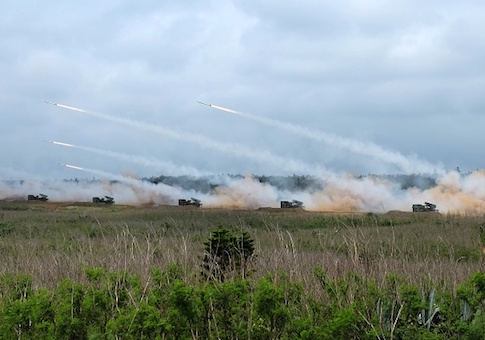 Taiwan forces conduct live-fire war games