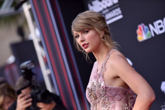 Taylor Swift Calls Out George Soros in Award Speech