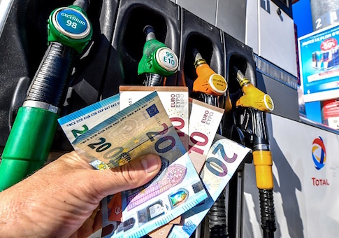 A man holds in his hand Euro banknotes at a petrol station on September 25, 2018 in Lille, north of France. - Brent oil rebounded close to a four-year peak above 82 dollars per barrel, on worries over stretched global supplies due to US sanctions on Iran. (Photo by Philippe HUGUEN / AFP) (Photo credit should read PHILIPPE HUGUEN/AFP/Getty Images)