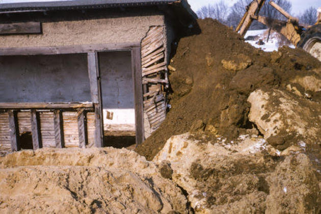 Partially Buried Woodshed (1970) : Holt-Smithson Foundation