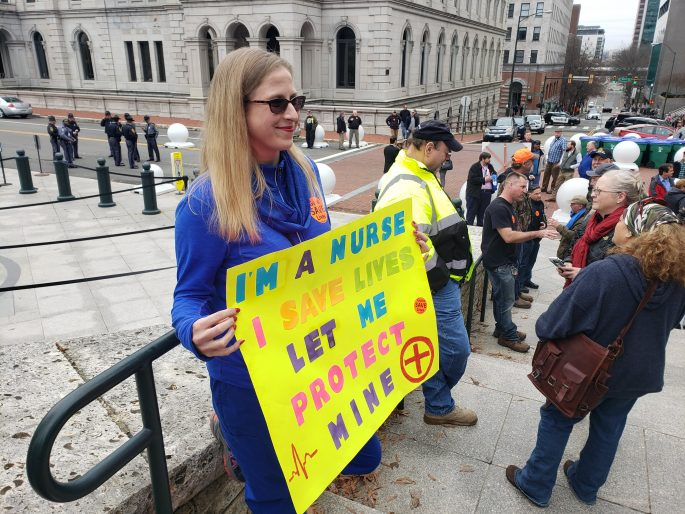 NRA Supporters Flood Virginia Capitol, Push Dems to Change Gun-Control Bills